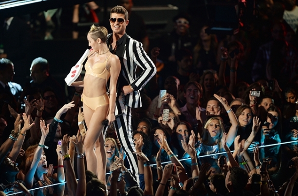 miley cyrus and robin thicke vma